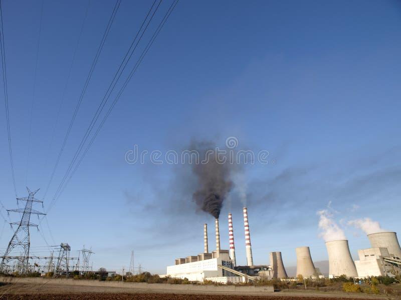 καπνίζοντας σταθμός ισχύ&omicron στοκ φωτογραφία με δικαίωμα ελεύθερης χρήσης