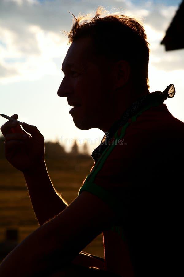 καπνοί ατόμων τσιγάρων στοκ εικόνες με δικαίωμα ελεύθερης χρήσης