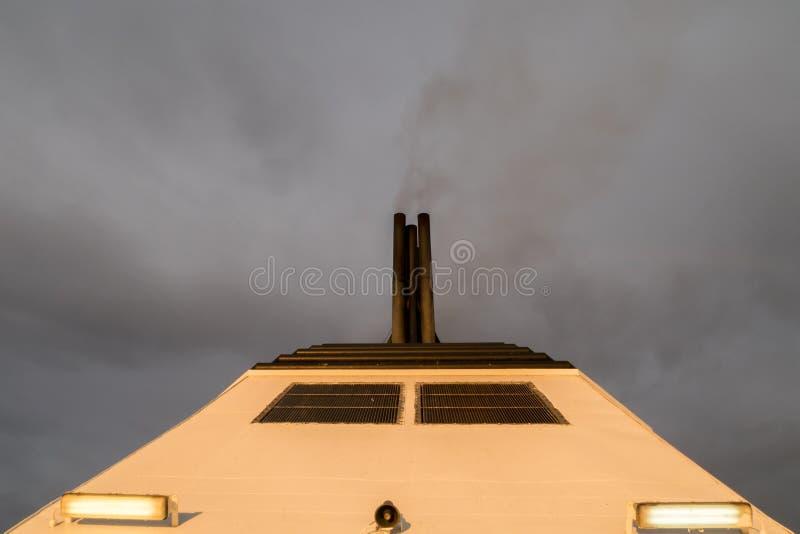 Καπνοδόχος ενός επιβατηγού πλοίου στοκ φωτογραφία με δικαίωμα ελεύθερης χρήσης