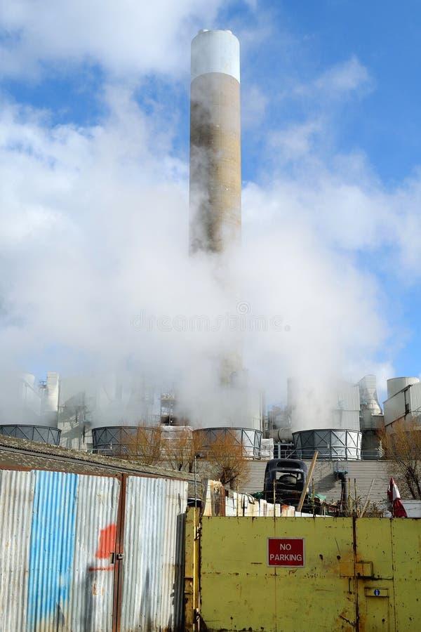 Καπνός από το εργοστάσιο στοκ εικόνα με δικαίωμα ελεύθερης χρήσης