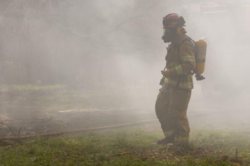 καπνός εθελοντών πυροσβ& στοκ εικόνα