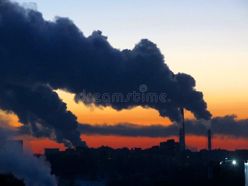 Καπνός πέρα από την πόλη στοκ φωτογραφία με δικαίωμα ελεύθερης χρήσης