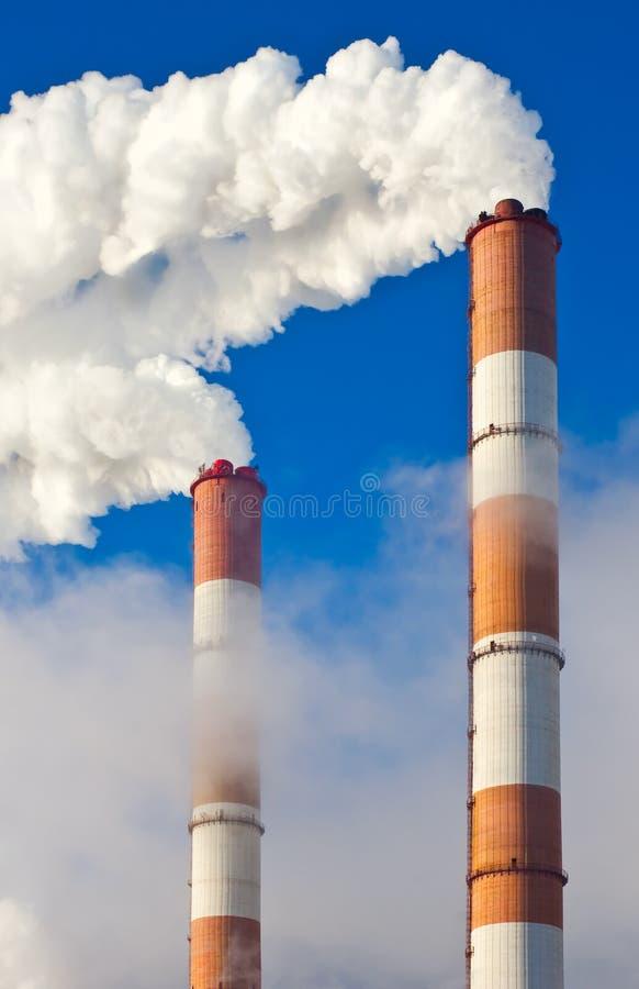 καπνός σωλήνων εργοστασί&o στοκ φωτογραφία με δικαίωμα ελεύθερης χρήσης