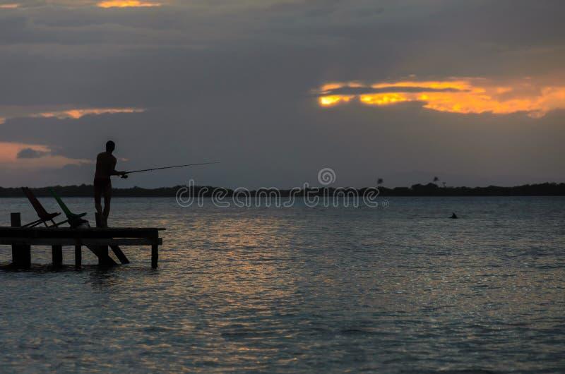 Καπνός Caye - μικρό τροπικό νησί στο σκόπελο εμποδίων με την παραλία παραδείσου, καραϊβική θάλασσα, Μπελίζ, Κεντρική Αμερική στοκ εικόνα