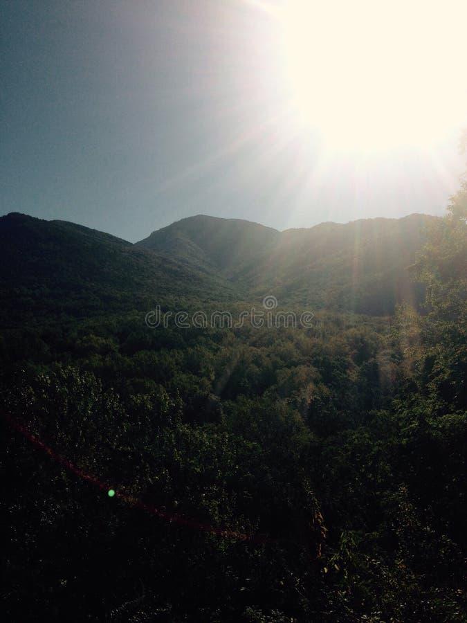 Καπνώδης ηλιοφάνεια βουνών στοκ φωτογραφία με δικαίωμα ελεύθερης χρήσης