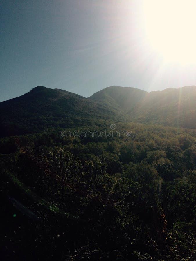 Καπνώδης ηλιοφάνεια βουνών στοκ φωτογραφίες με δικαίωμα ελεύθερης χρήσης