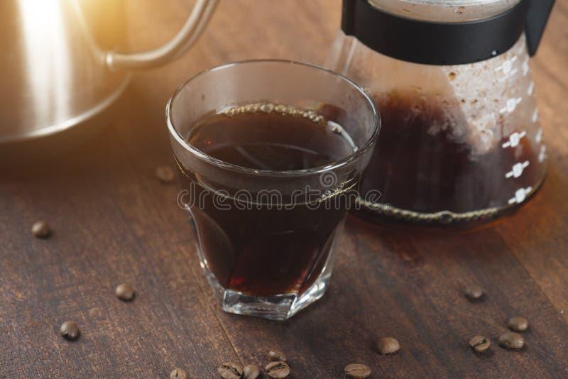 Καράφα καφέ και στάλαγμα καφέ στοκ φωτογραφία με δικαίωμα ελεύθερης χρήσης