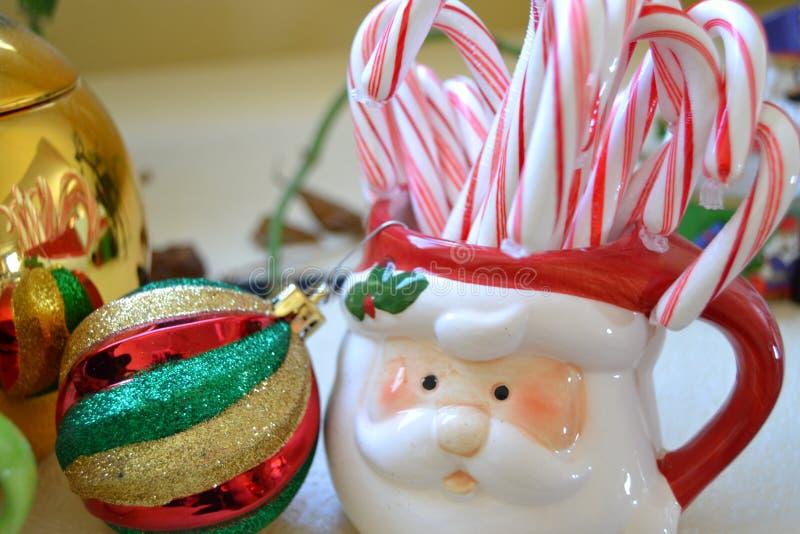 Καραμέλα και επιδείξεις Χριστουγέννων στοκ φωτογραφία με δικαίωμα ελεύθερης χρήσης