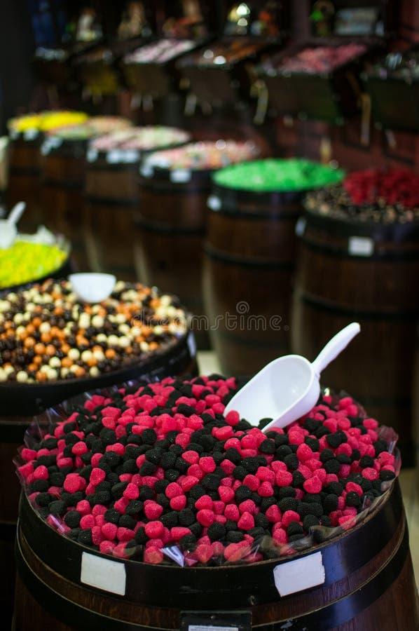 Καραμέλες και jellys στα βαρέλια στοκ εικόνες με δικαίωμα ελεύθερης χρήσης