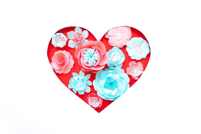 Καρδιά από τα ροδαλά λουλούδια εγγράφου στο άσπρο υπόβαθρο Περικοπή από το έγγραφο απεικόνιση αποθεμάτων
