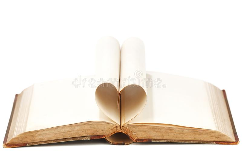 Καρδιά από τις σελίδες βιβλίων στοκ εικόνα