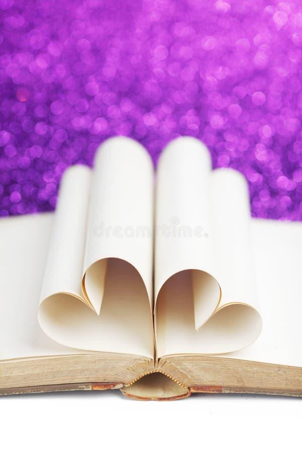 Καρδιά από τις σελίδες βιβλίων στοκ εικόνες με δικαίωμα ελεύθερης χρήσης