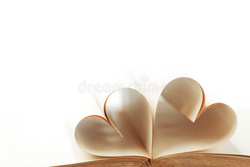 Καρδιά από τις σελίδες βιβλίων στοκ φωτογραφία με δικαίωμα ελεύθερης χρήσης