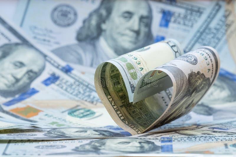 Καρδιά από τους λογαριασμούς ΗΠΑ εκατό δολαρίων 5000 ρούβλια προτύπων χρημάτων λογαριασμών ανασκόπησης διάστημα αντιγράφων Οικονο στοκ εικόνες