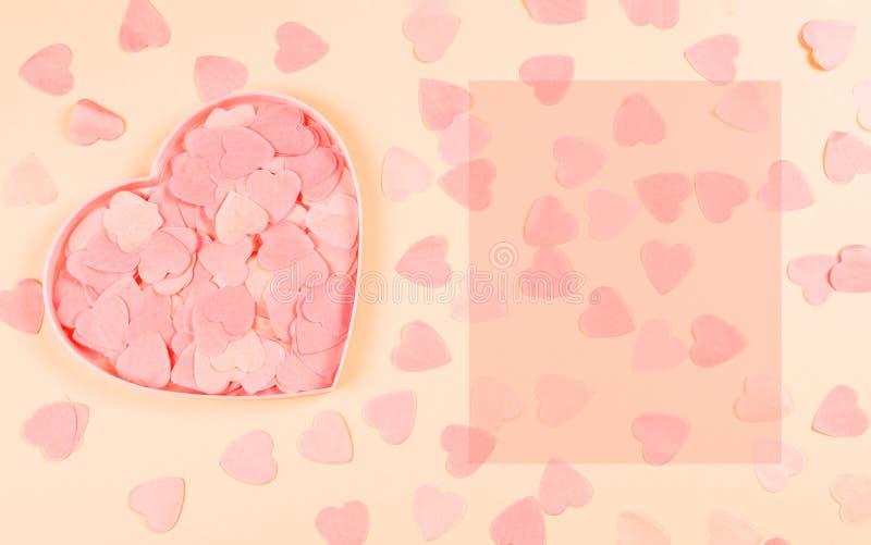 Καρδιά-διαμορφωμένο κοράλλι σύνολο κιβωτίων των καρδιών κομφετί στοκ φωτογραφία με δικαίωμα ελεύθερης χρήσης