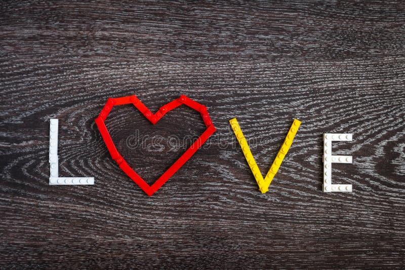 Καρδιά και αγάπη των πλαστικών τούβλων στοκ φωτογραφία με δικαίωμα ελεύθερης χρήσης