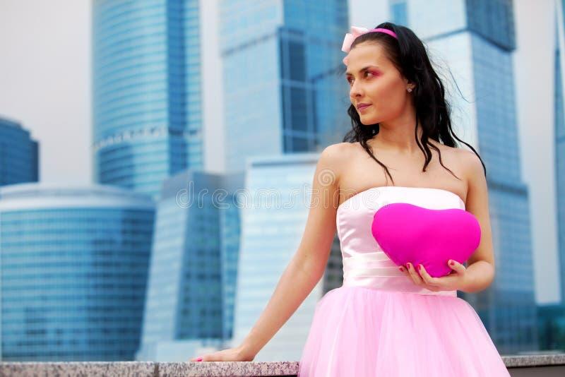 καρδιά κοριτσιών κουκλών στοκ φωτογραφία με δικαίωμα ελεύθερης χρήσης