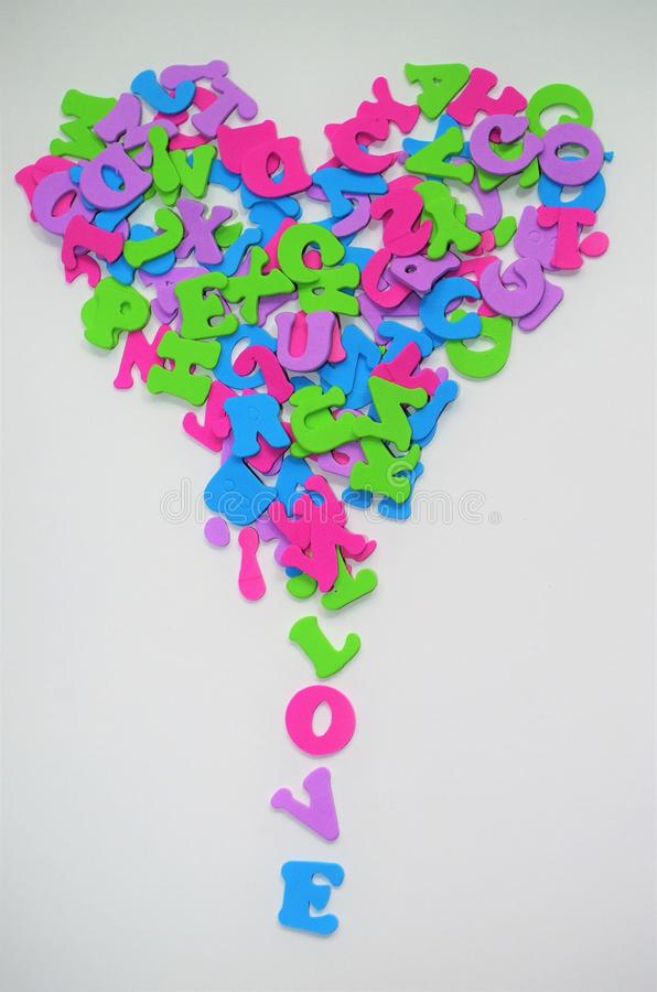 Καρδιά που διαμορφώνεται της αγάπης μηνυμάτων επιστολών που μειώνεται από το στοκ εικόνες με δικαίωμα ελεύθερης χρήσης