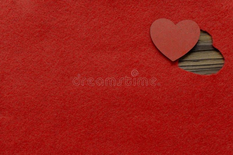 Καρδιά που κάμπτεται αισθητός ανασκόπησης η μπλε κιβωτίων καρδιά δώρων ημέρας έννοιας εννοιολογική απομόνωσε τους διαμορφωμένους  στοκ εικόνα