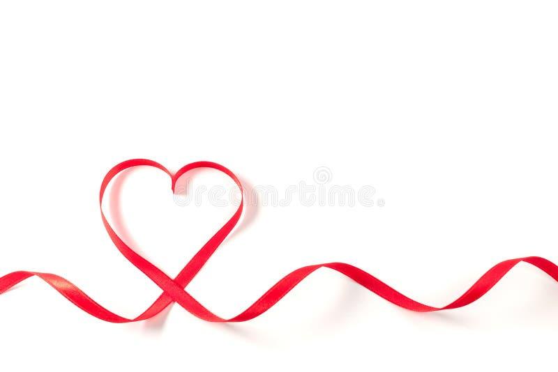 Καρδιά φιαγμένη από κορδέλλα στο άσπρο υπόβαθρο στοκ εικόνα