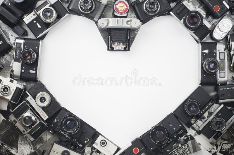 Καρδιά φιαγμένη από παλαιές εκλεκτής ποιότητας κάμερες στοκ φωτογραφία με δικαίωμα ελεύθερης χρήσης