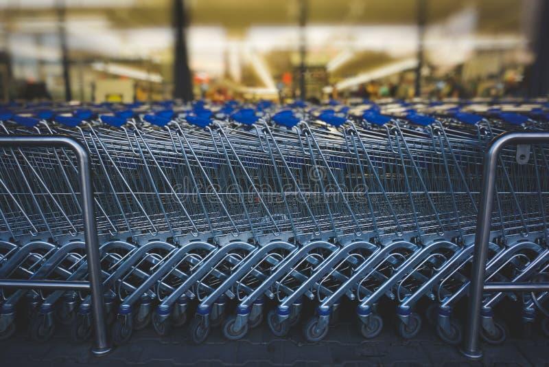 Καροτσάκια αγορών στοκ φωτογραφίες