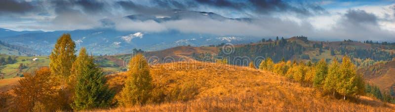 Download Καρπάθια κοιλάδα βουνών φθινοπώρου Στοκ Εικόνα - εικόνα από πρωί, περιβάλλον: 62717665