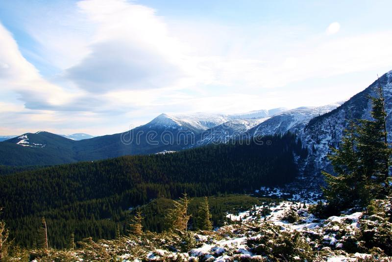 Καρπάθια κορυφαία όψη βουνών στοκ εικόνα με δικαίωμα ελεύθερης χρήσης