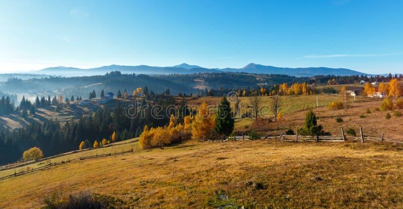 Καρπάθιο χωριό φθινοπώρου, Ουκρανία στοκ φωτογραφία με δικαίωμα ελεύθερης χρήσης