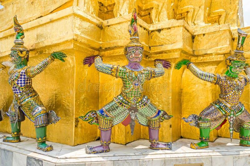 Καρυάτιδες του χρυσού Chedi Wat Phra Kaew στο μεγάλο παλάτι στη Μπανγκόκ στοκ εικόνες