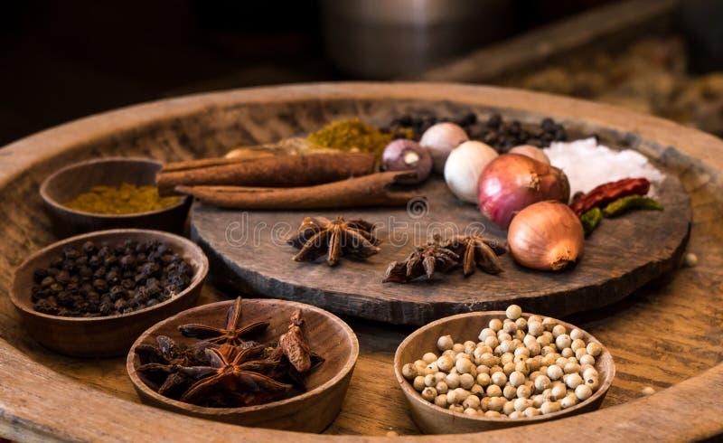 Καρυκεύματα στην εκλεκτής ποιότητας κουζίνα στοκ εικόνες με δικαίωμα ελεύθερης χρήσης