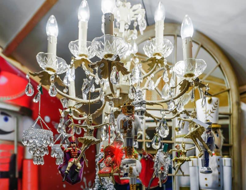 Καρυοθραύστης και διακοσμήσεις Χριστουγέννων στην έκθεση Χριστουγέννων Vilnius στοκ φωτογραφία με δικαίωμα ελεύθερης χρήσης