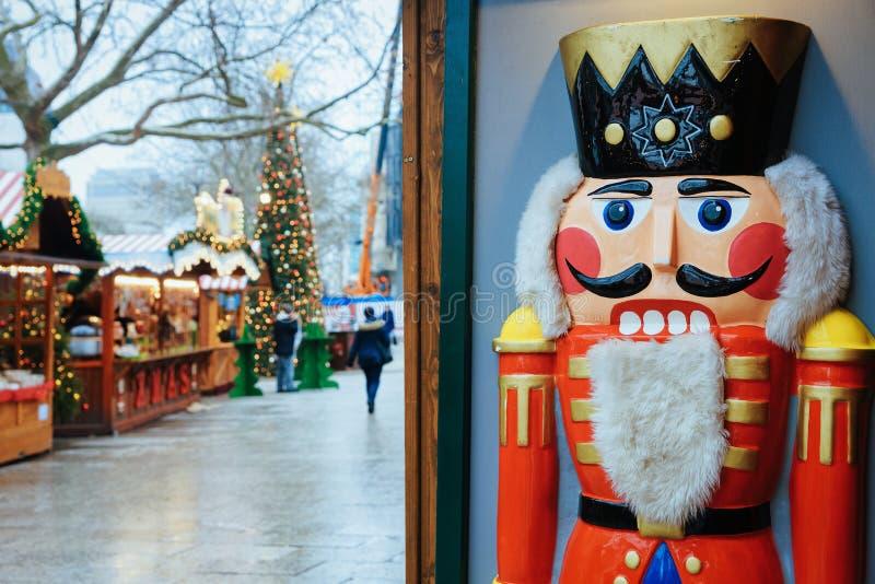 Καρυοθραύστης στην αγορά Χριστουγέννων σε Kaiser Wilhelm Memorial Church στοκ φωτογραφίες με δικαίωμα ελεύθερης χρήσης