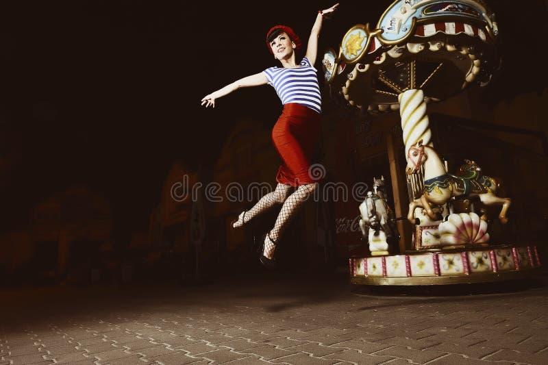 καρφίτσα άλματος κοριτσ&io στοκ φωτογραφίες