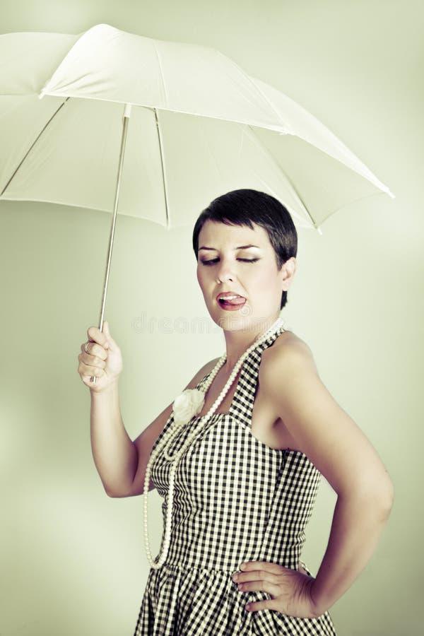 Καρφίτσα επάνω στην κυρία με την αναδρομικής και εκλεκτής ποιότητας εικόνα ομπρελών, στοκ εικόνες με δικαίωμα ελεύθερης χρήσης