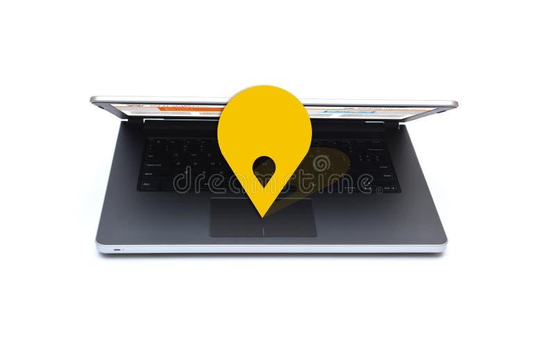 Καρφίτσα θέσης χαρτών στενό σε επάνω lap-top στοκ φωτογραφία με δικαίωμα ελεύθερης χρήσης