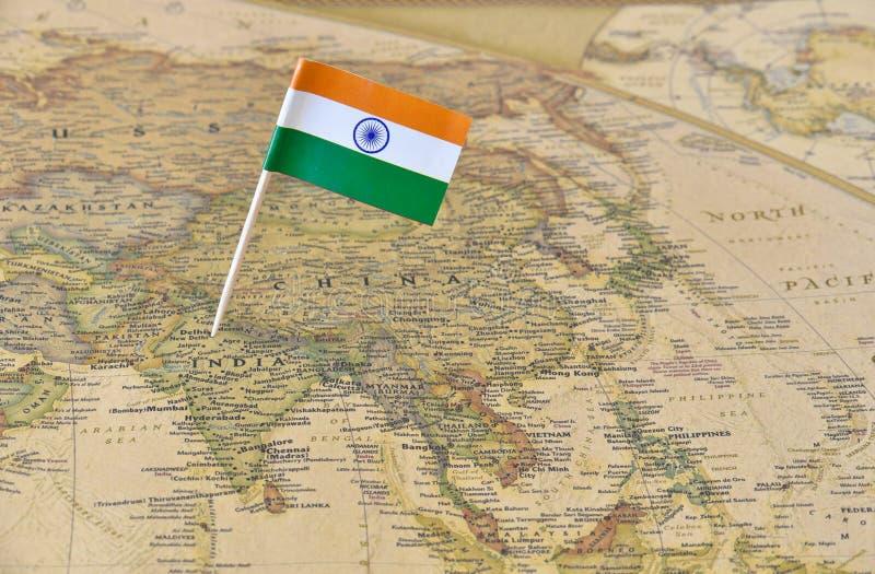 Καρφίτσα σημαιών της Ινδίας στο χάρτη στοκ εικόνες