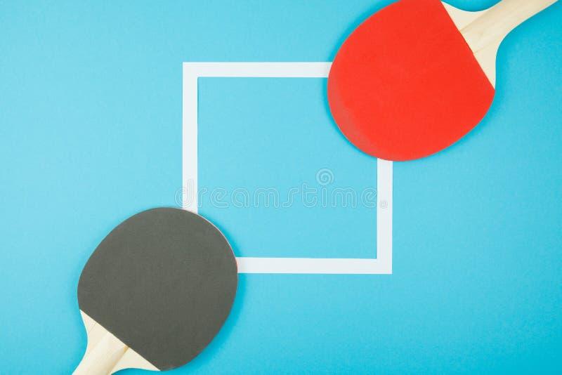 Καρφίτσα-pong-καρφώστε τα λάστιχα και μια σφαίρα στοκ φωτογραφία με δικαίωμα ελεύθερης χρήσης