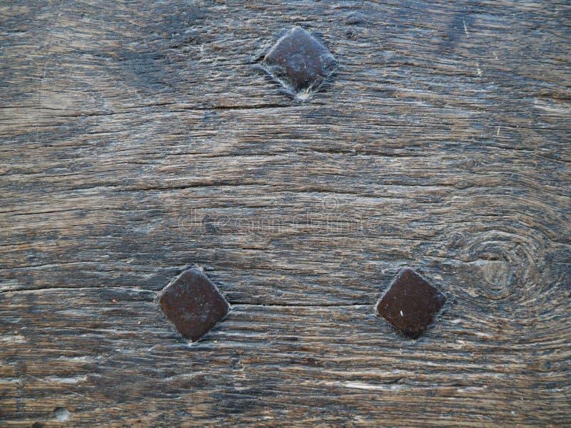 3 καρφιά στο εκλεκτής ποιότητας ξύλο στοκ εικόνα με δικαίωμα ελεύθερης χρήσης