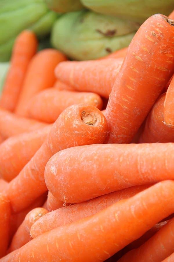 Καρότο υποβάθρου. Ρηχό βάθος του τομέα στοκ εικόνες