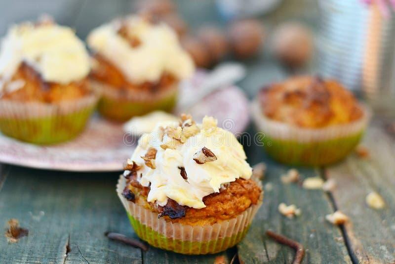 Καρότο cupcakes στοκ εικόνες