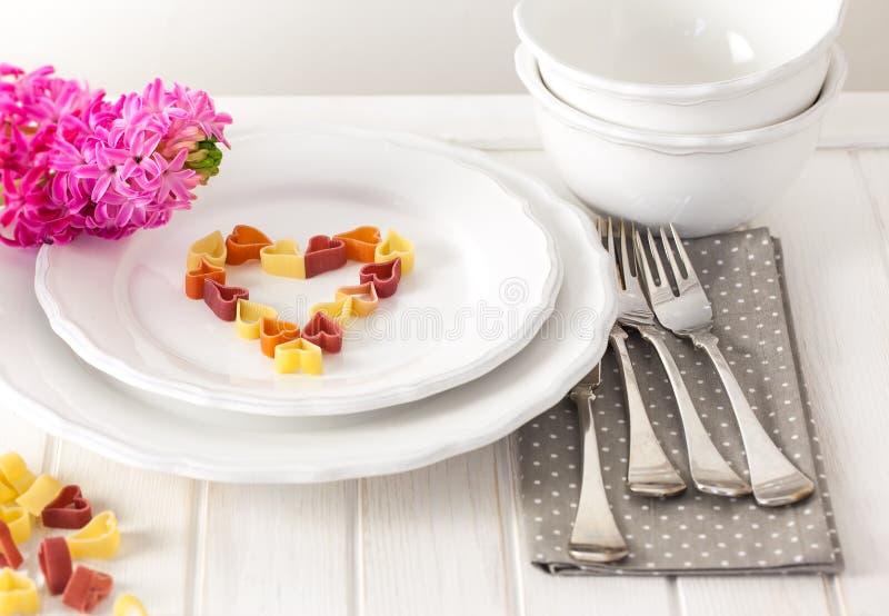 Καρδιά-διαμορφωμένα ζυμαρικά στοκ φωτογραφίες