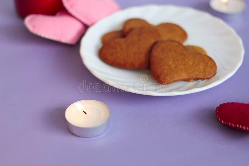 καρδιά μελοψωμάτων μπισκό&ta στοκ εικόνα με δικαίωμα ελεύθερης χρήσης