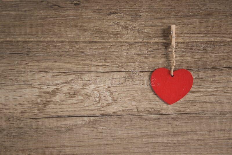 Καρδιά στην ξύλινη ανασκόπηση στοκ εικόνα