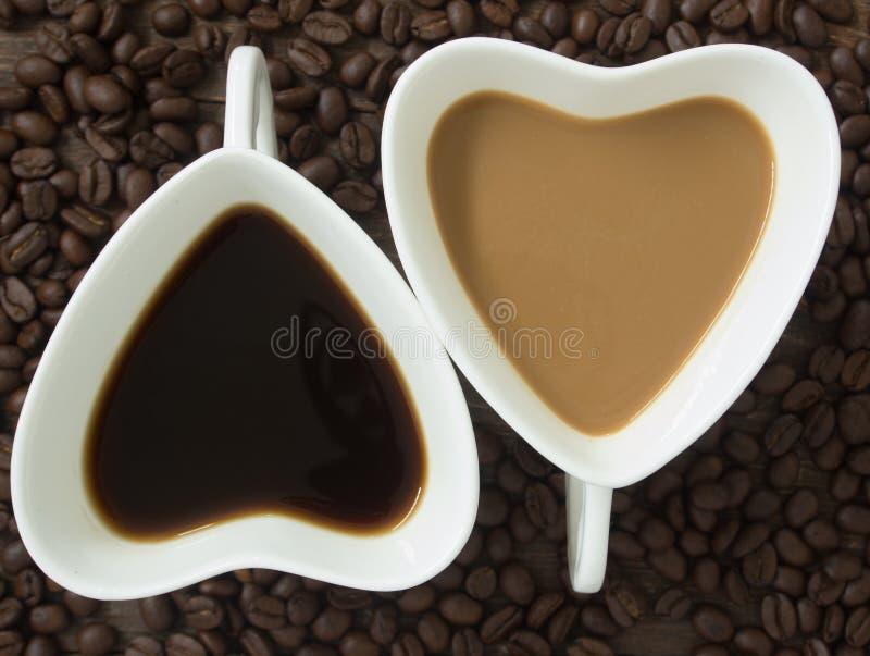 καρδιά φλυτζανιών καφέ στοκ φωτογραφία