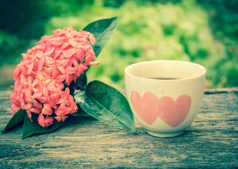 καρδιά φλυτζανιών καφέ στοκ φωτογραφία με δικαίωμα ελεύθερης χρήσης
