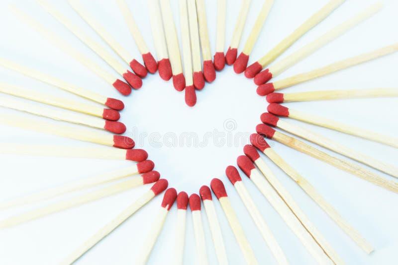 Καρδιά Matchstick στο άσπρο υπόβαθρο στοκ φωτογραφία με δικαίωμα ελεύθερης χρήσης