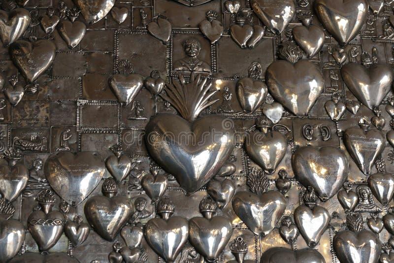 Καρδιές μετάλλων στην εκκλησία Ostra Brama vilnius στοκ φωτογραφία