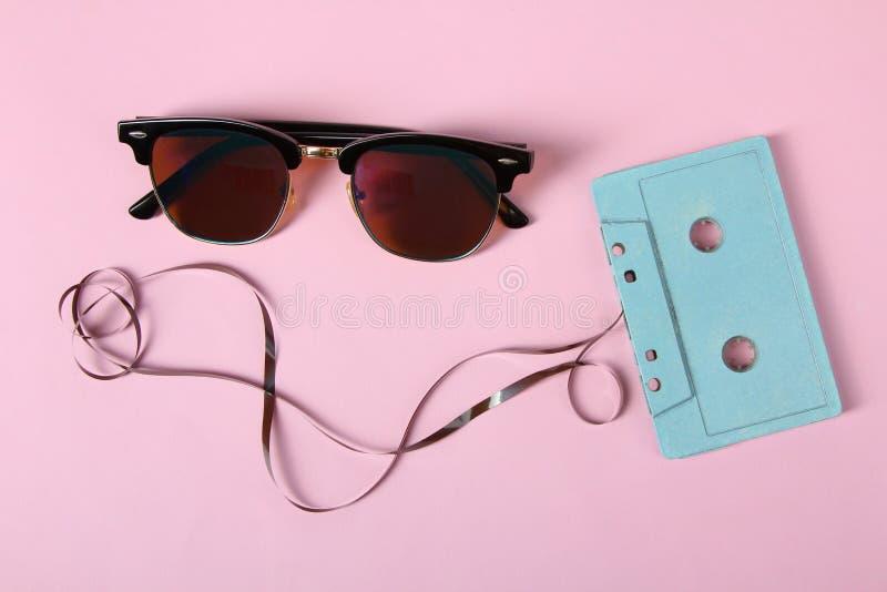 Κασέτα και γυαλιά ηλίου στοκ εικόνες με δικαίωμα ελεύθερης χρήσης