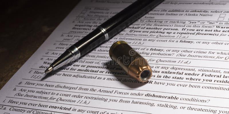 Κασέτα και μάνδρα στη γραφική εργασία πυροβόλων όπλων με την επαίσχυντη απαλλαγή q στοκ φωτογραφίες
